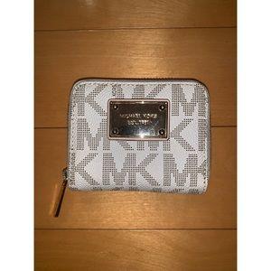 michael kors signature zip wallet in vanilla
